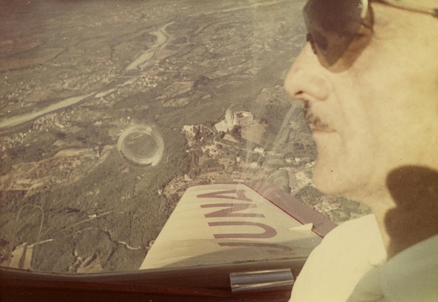talenti_eventi_carlo_mollino_in_aereo_1950_camera_occhio_magico_torino